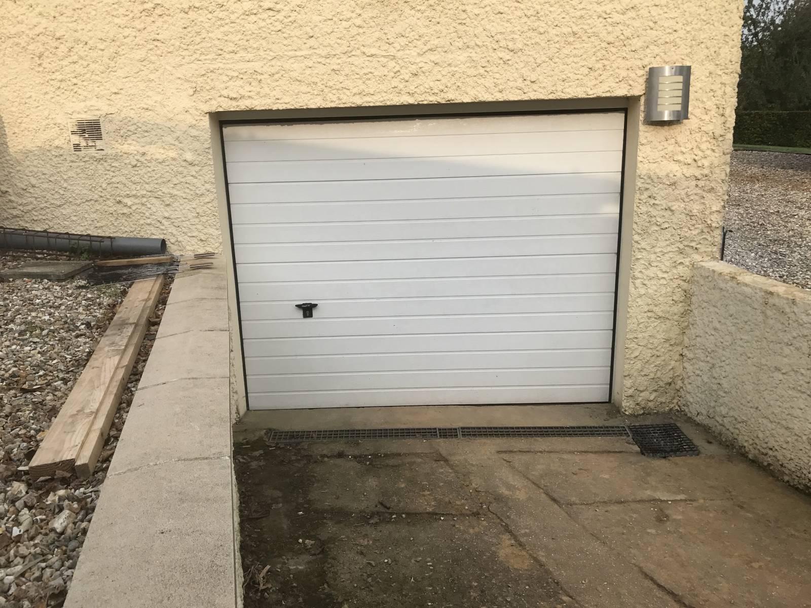 Remplacer Une Porte Par Du Placo installation de porte de garage motorisable proche de